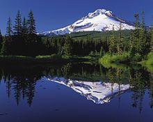 mount_hood_reflected_in_mirror_lake_oregon