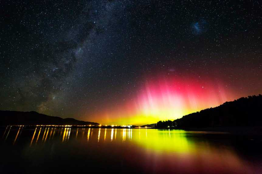 Aurora Over Lake Hawea, New Zealand - Paul Stewart via Flickr