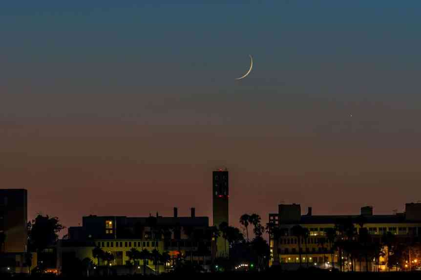 Must-See Night Sky Events in August - Jupiter and the Moon - Glenn Beltz via Flickr