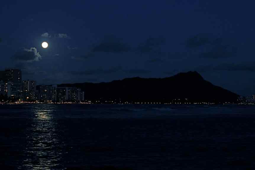 Stargazing in Honolulu - Valentino Valdez via Flickr