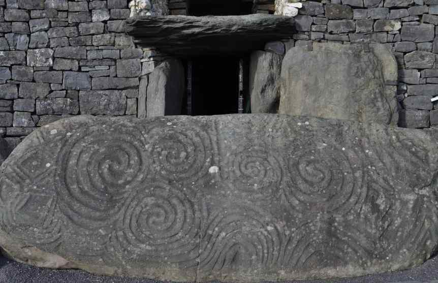 Winter Solstice at Newgrange - young shanahan via Flickr