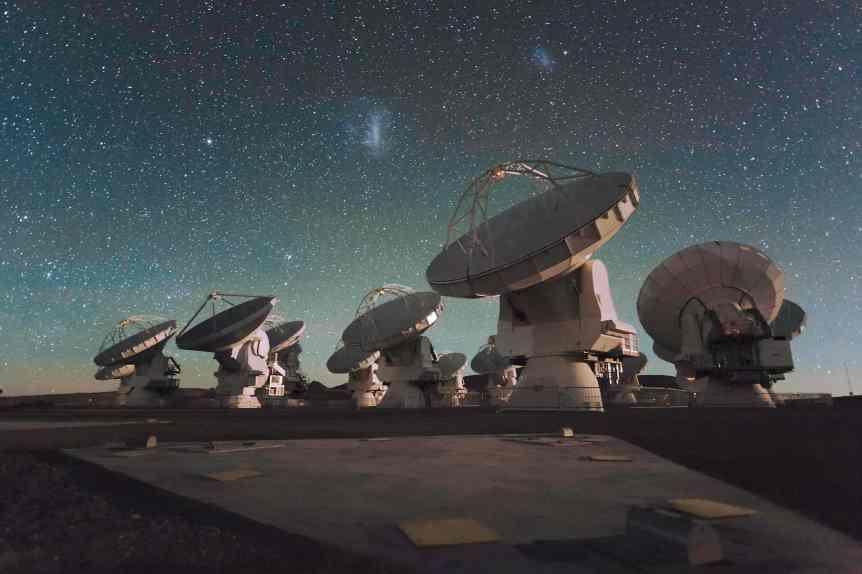 ALMA & Magellanic Clouds - Mauricio Bustamante via Flickr