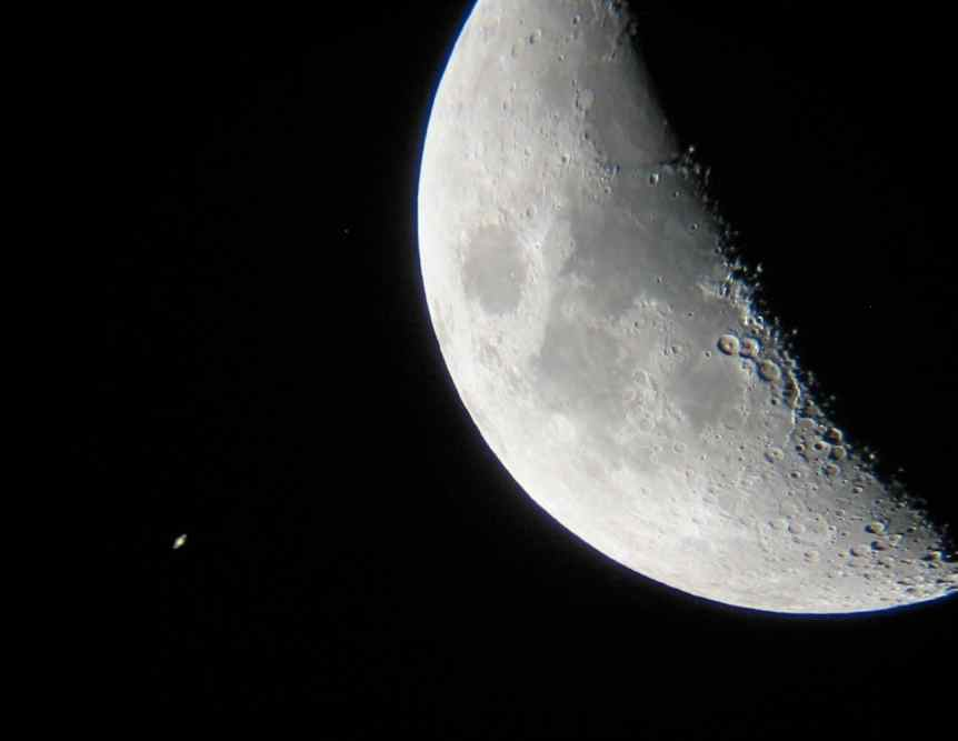 The Moon & Saturn - Cédric Allier via Flickr