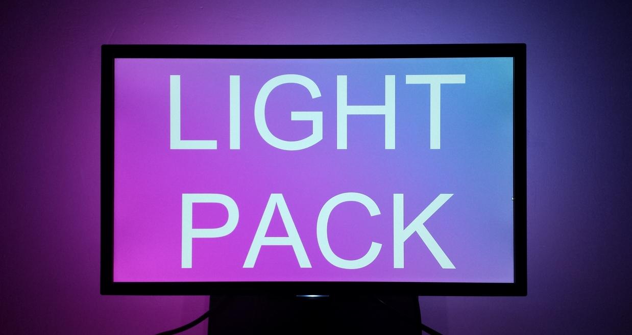 """Featured image for """"ReviewKicks #2: Oplatí sa investovať do podsvietenia displeja Lightpack?"""""""