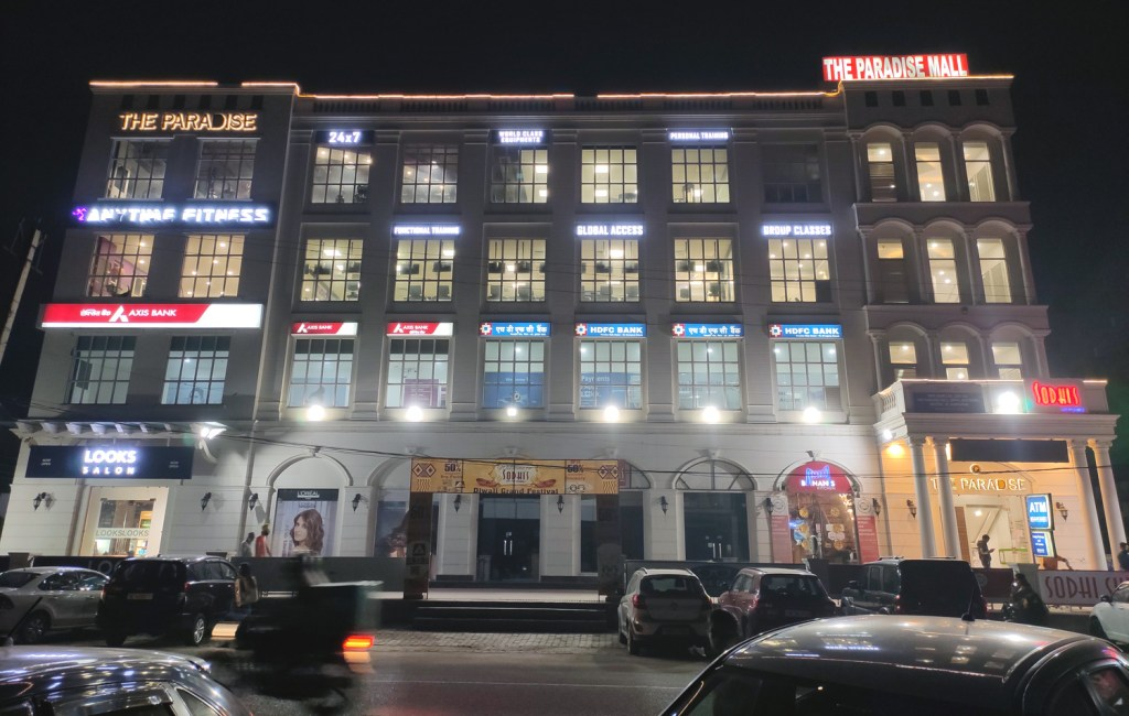 department store rented in gurgaon in paradise mall