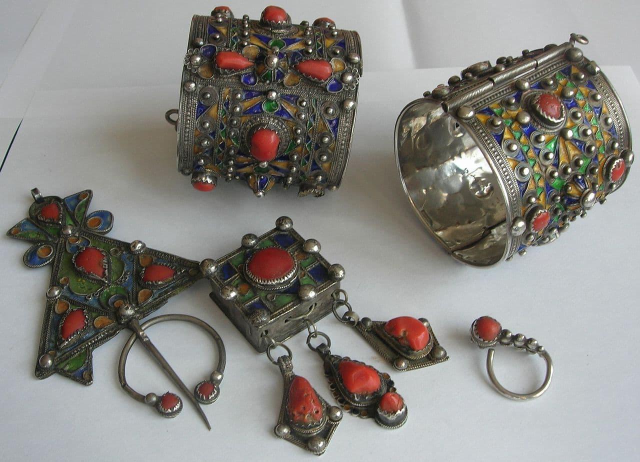 1280px-Bijoux traditionnels de Kabylie