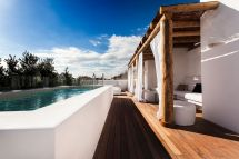 Hotels with Pool On Rooftop