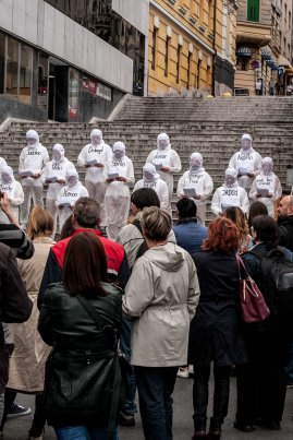 Tajči Čekada – What is performance and what do performers actually do? Performance, Bonavia Hotel stairs, 15/5