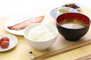 和食・鮭の塩焼き定食