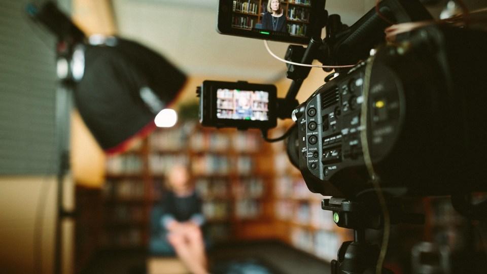 camara de video grabando