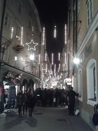 Calles del centro de Salzburgo, de camino al Christkindlmarkt.