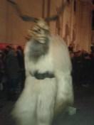Otro Krampus. Los cuernos que llevan, según dijeron al presentarlos, son de ciervo, no de plástico.
