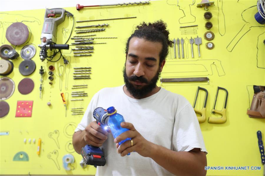 EGIPTO-LUXOR-BASURA TRANSFORMADA EN INSTRUMENTOS MUSICALES