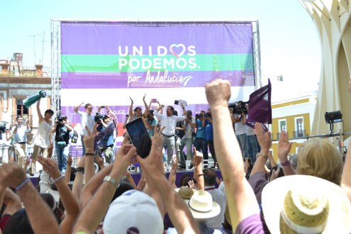 Members of Podemos came on stage to the sound of the theme tune of the Japanese tv series Campeones (Champions)
