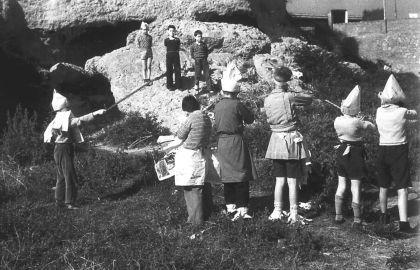 niños-jugando-a-fusilar-en-la-guerra-civil-española-1600x1301