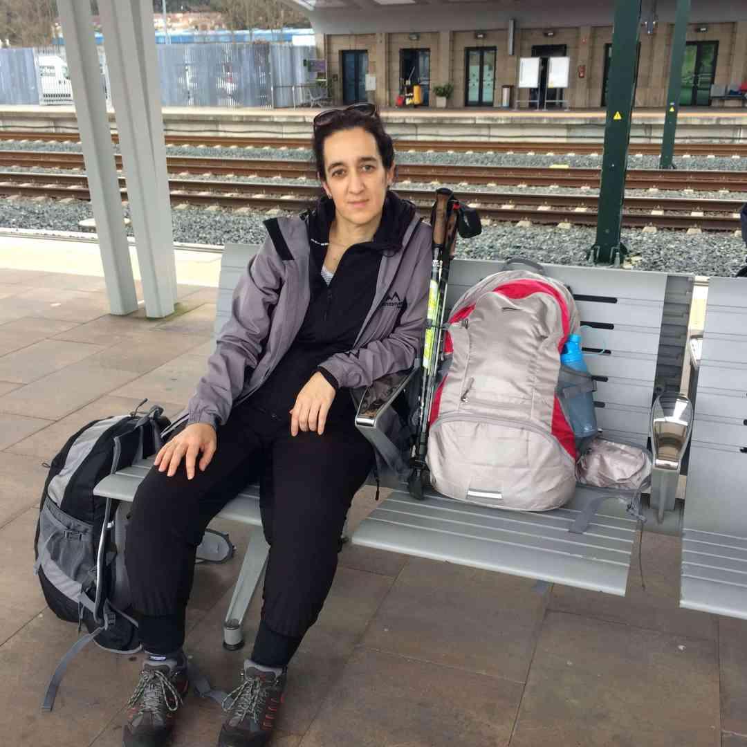 Empezando Camino Inglés: waiting for train