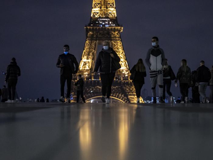 Francia en crisis: cuadruplica el número de contagios por covid y registra 790 muertos