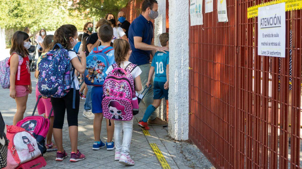 El curso avanza mientras la pandemia se sigue cebando con la educación