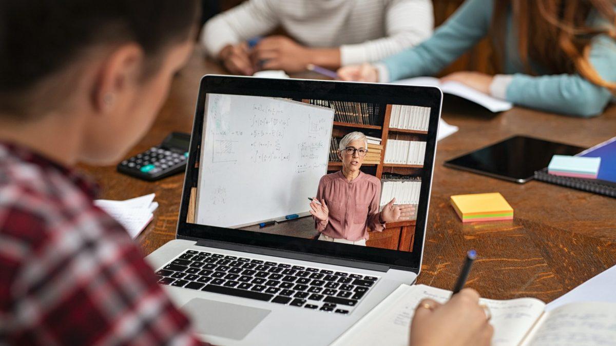 ¿Por qué lo llamamos 'e-learning' cuando queremos decir videoconferencias?
