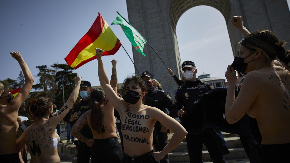 Activistas de Femen se plantan ante el enaltecimiento del franquismo que permite el Gobierno