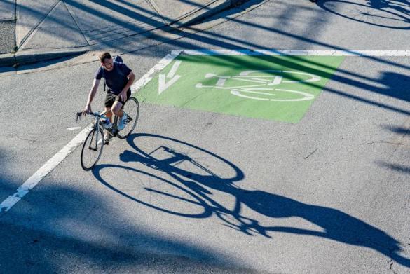 la bicicleta es diez veces mas importante que el coche electrico para reducir emisiones en las ciudades