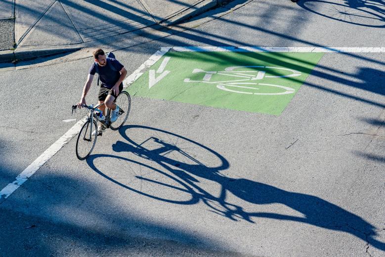 La bicicleta es diez veces más importante que el coche eléctrico para reducir emisiones en las ciudades
