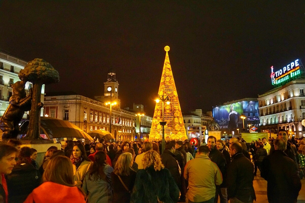 7 Lucky New Year S Eve Traditions In Spain