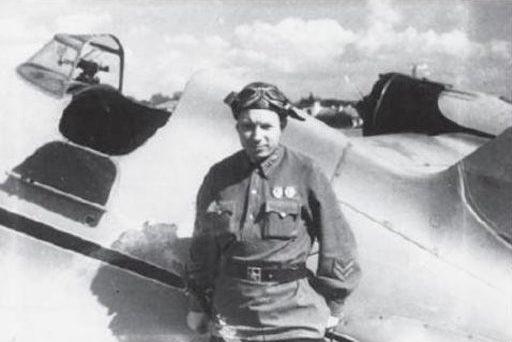 Michail Jakusjin (Mijail Yakushin) med sin Polikarpov