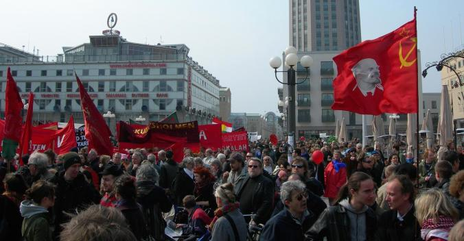 "Kommunistische Demonstration am 1. Mai in Medborgarplatsen (""Bürgerplatz""), Stockholm, Schweden, 2006"