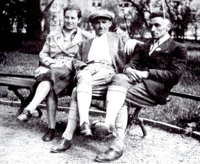 Hans Beimler with his wife Centa and friend Innozenz Rehm, 1930