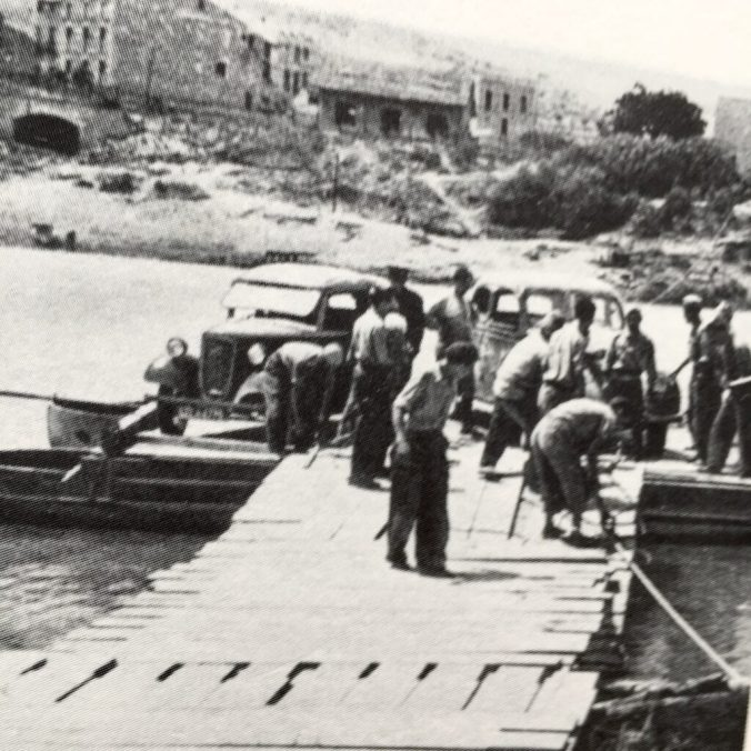 Makeshift ferry crosses the Ebro. The town Asco is in the background