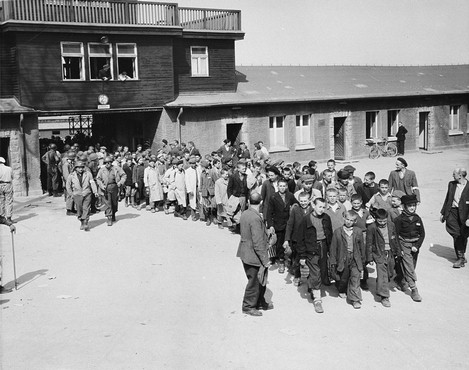 Erich 'Vatti' Hoffmann article photo: Children at Buchenwald after the liberation of the camp