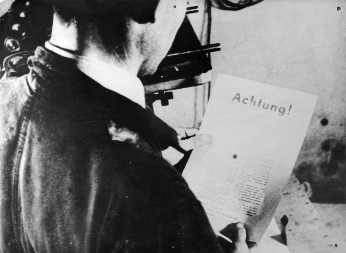 Printing of illegal leaflet. Photo: The Museum of Danish Resistance
