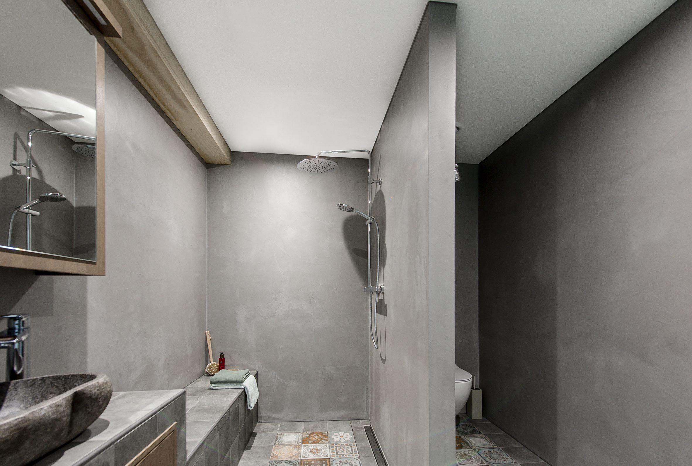 Spanplafond in een badkamer ook dat is een van de voordelen van een spanplafond