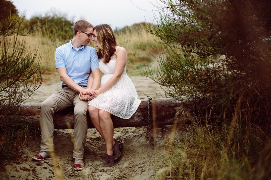 engagement photos at discovery park-018