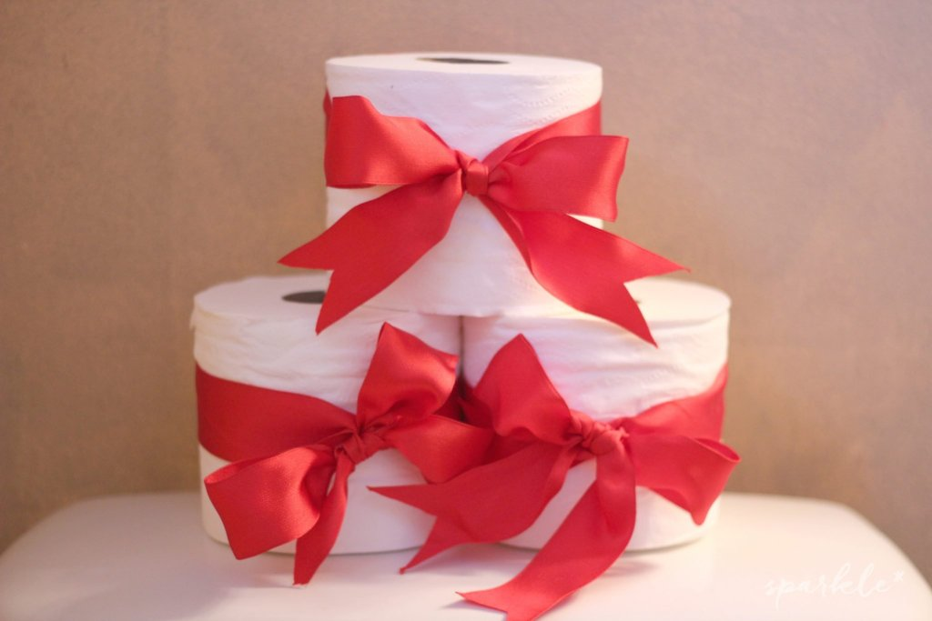 christmas-bathroom-toilet-paper