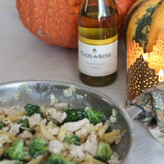 Creamy Roasted Garlic and Broccoli Penne Pasta with Clos du Bois Chardonnay. This is the perfect dinner for fall entertaining. Simple yet stunningly delicious.