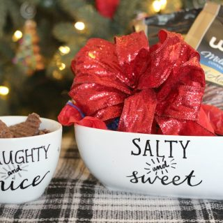 Make a hand-lettered chip bowl to give as a hostess gift for the holidays! Fill with sweet and salty Chocolate Wavy Lays!