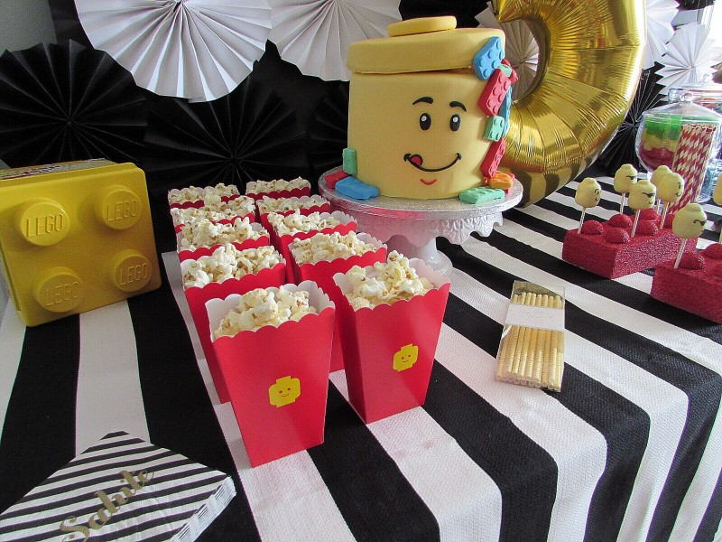 Perfect Lego themed party table sparkleshinylove