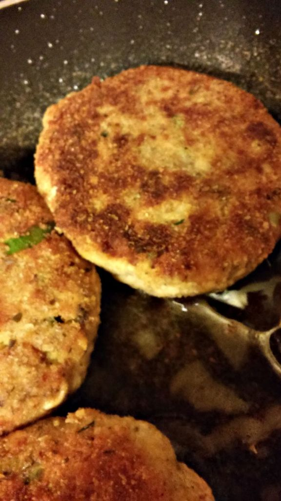 Salmon Patties with Wasabi Aioli - These rock! They taste incredible. You can make them in less than 20 minutes. And they're healthy!
