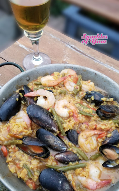 Skillet grilled seafood paella sparkles of yum this is making my mouth water again just thinking about how decadent and delicious it is forumfinder Images