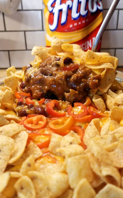 Great for a quick game day treat or an easy weeknight dinner. The perfect follow up after you made a huge pot of chili. And who doesn't love themselves some chili?!