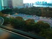 16:40 由公園對面高處可見維園球場不時有大幅空地,人群被劃分於不同範圍內