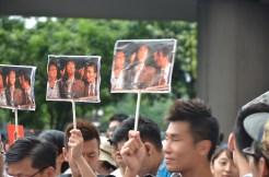 市民自製的示威牌,內容為一張舊電影橋段的截圖及字幕。