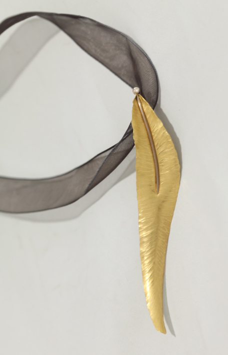 Alexandra Hart - Gold Leaf Necklace with Diamond