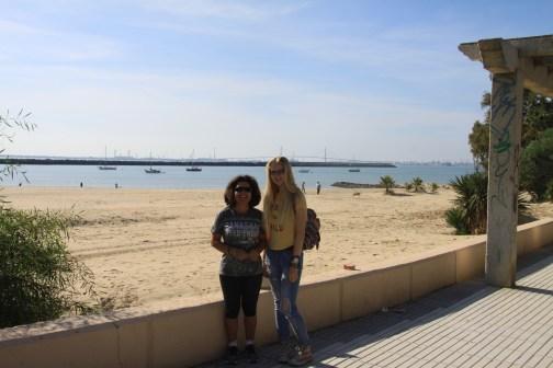Jana and her ´hostmom´at the beach