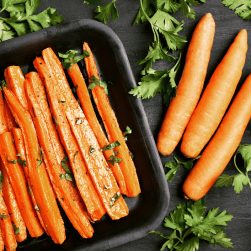 Roasted and raw carrots