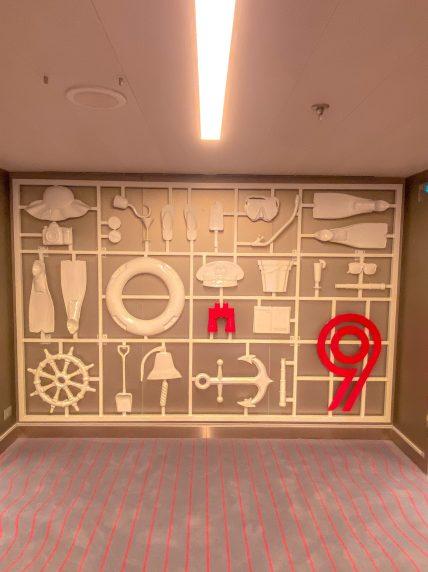 Scarlet Lady - Interior Design