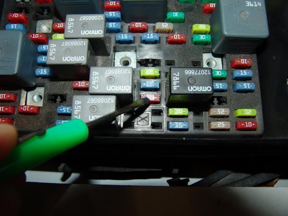 medium resolution of hummer fuse box wiring diagram dsc05552 hummer fuse box wiring diagram hummer h2 fuse box location at cita asia