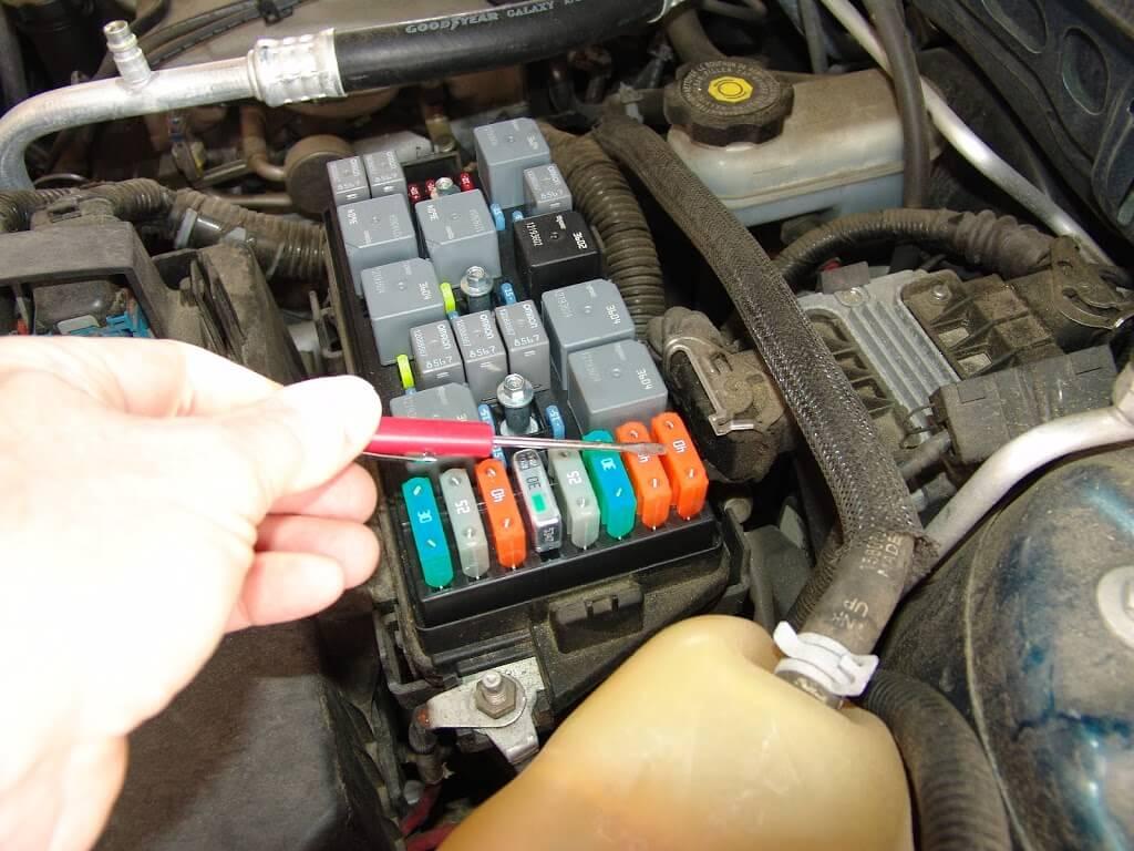 DSC08680?fit=1024%2C768 hummer h3 blower motor fuse hummer h3 fuse box location at gsmportal.co